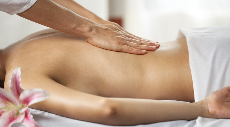 массаж с камфорным маслом