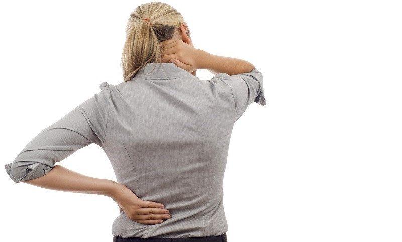 Почему болит спина между лопатками