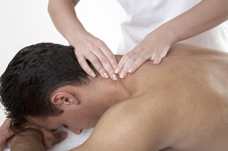 Массаж шеи: лечебный, как правильно делать в домашних условиях
