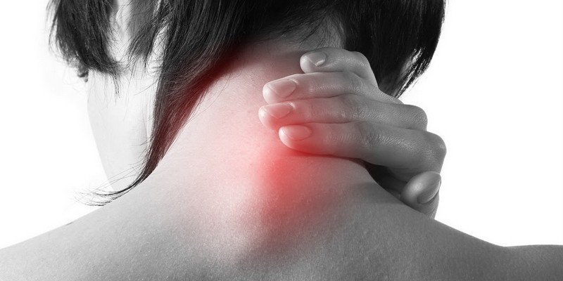 Горб на шее сзади, как избавиться от шишки в домашних условиях