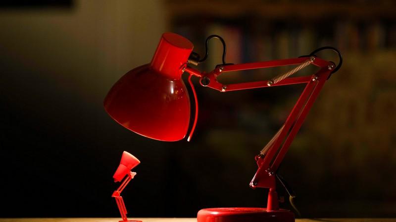 настольная лампа для профилактики сколиоза