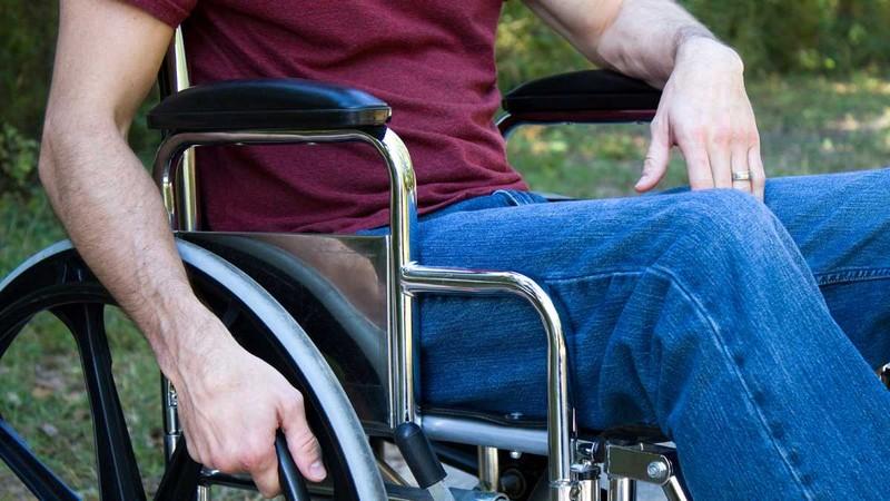 паралич при повреждении спинного мозга