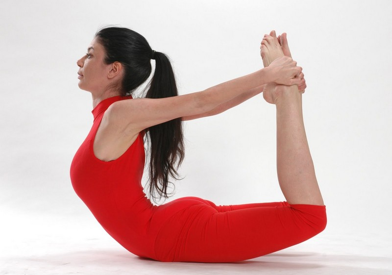 как йога воздействует на позвоночник