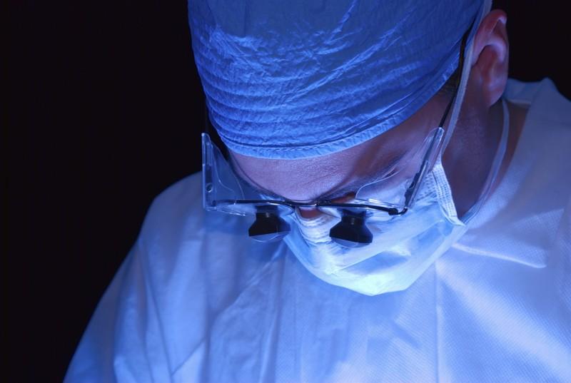 преимущества и недостатки лазерных операций по удалению межпозвоночных грыж