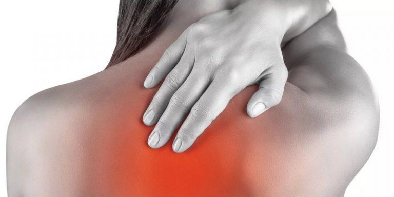 Болит спина в области лопаток что делать