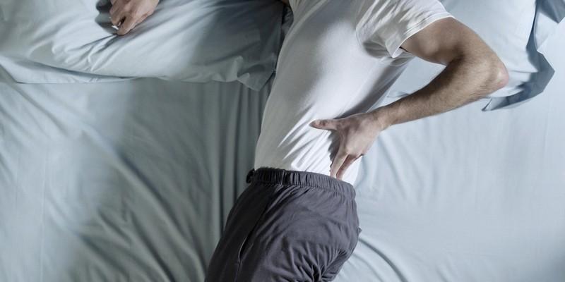 Почему ночью болит спина?