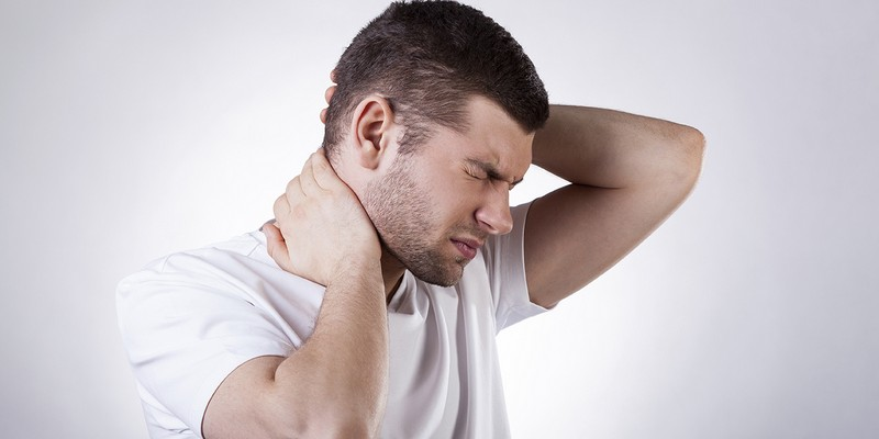 Может ли болеть голова из за позвоночника?