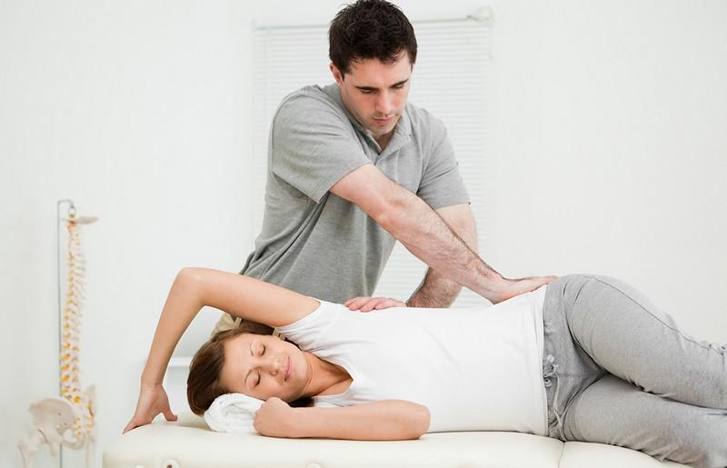Массаж при хондрозе спины