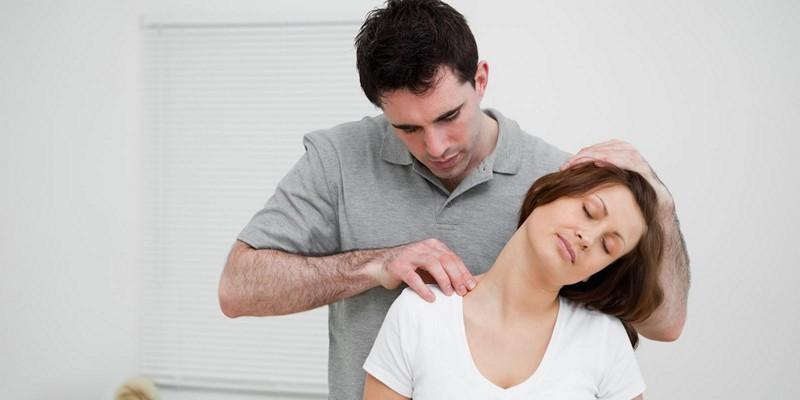 врач при болях в шее